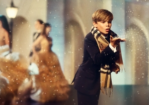2. Burberry Festive Campaign (PRIVATE AND CONFIDENTIAL - ON EMBARGO 9PM UK TIME 3 NOVEMBER)